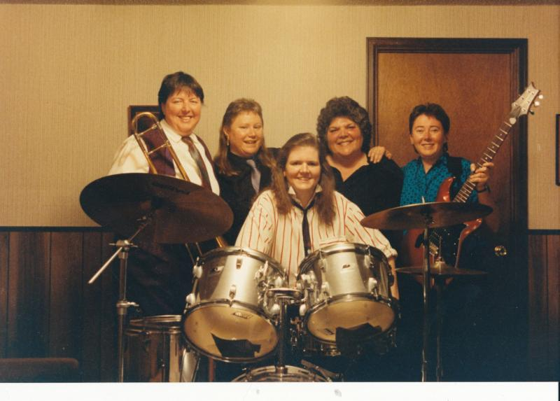 KUDOS: Sister Swing Reunites as a Duo Featuring Laurie Dameron and Lorrie Baum