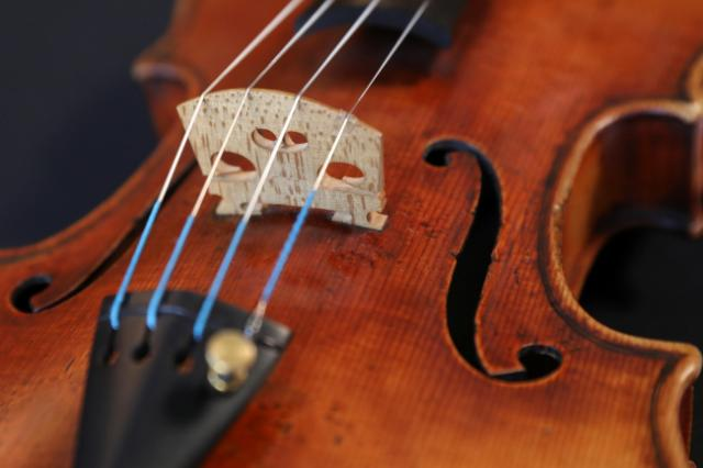 NEWS: United Airlines Crew Wrestled Violin From Passenger Aboard Flight // Previous Incident: 'Musician's worst nightmare': Vintage Gibson Guitar Mangled by Airline Baggage Handlers