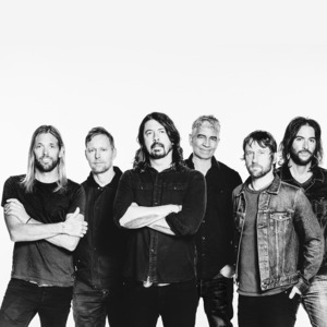 "REPORTS: Dave Grohl of Foo Fighters: ""I love music, and I love life"""
