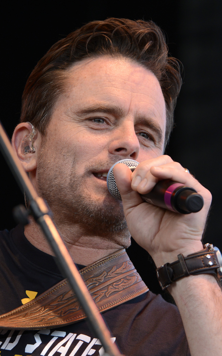 "NEWS: Charles Esten (Deacon in ""Nashville"") Sets a Guinness World Record"